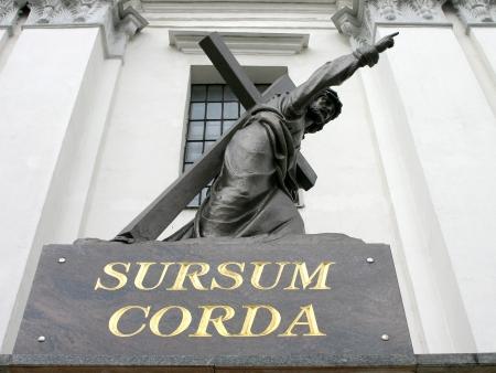 sursum corda (Cristus statue)